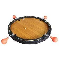 Le billard Nicolas : Le but du jeu est de préserver son camp (représenté par le trou placé en face de soi) et d'envoyer la bille de liège chez les adversaires en la déplaçant par le souffle de sa poire.