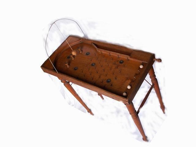 Le billard bagatelle : Ce jeu d'adresse et de hasard, ancêtre du flipper.  Ne se loue pas