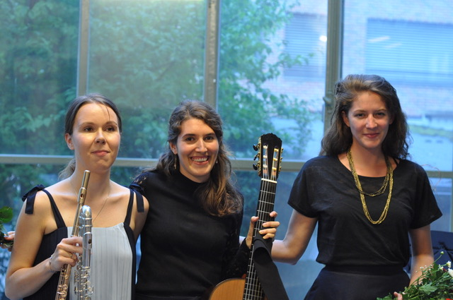 Basel, Atelier Alemannengasse, Ensemble Diversitas mit Evgeniya Spalinger, Flöte und Viviane Hasler, Gesang, Marisa Minder, Gitarre