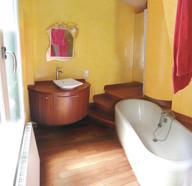 Salle de bain, réalisation, travaux finis, jaune, baignoire, lavabo, pont de bâteaux
