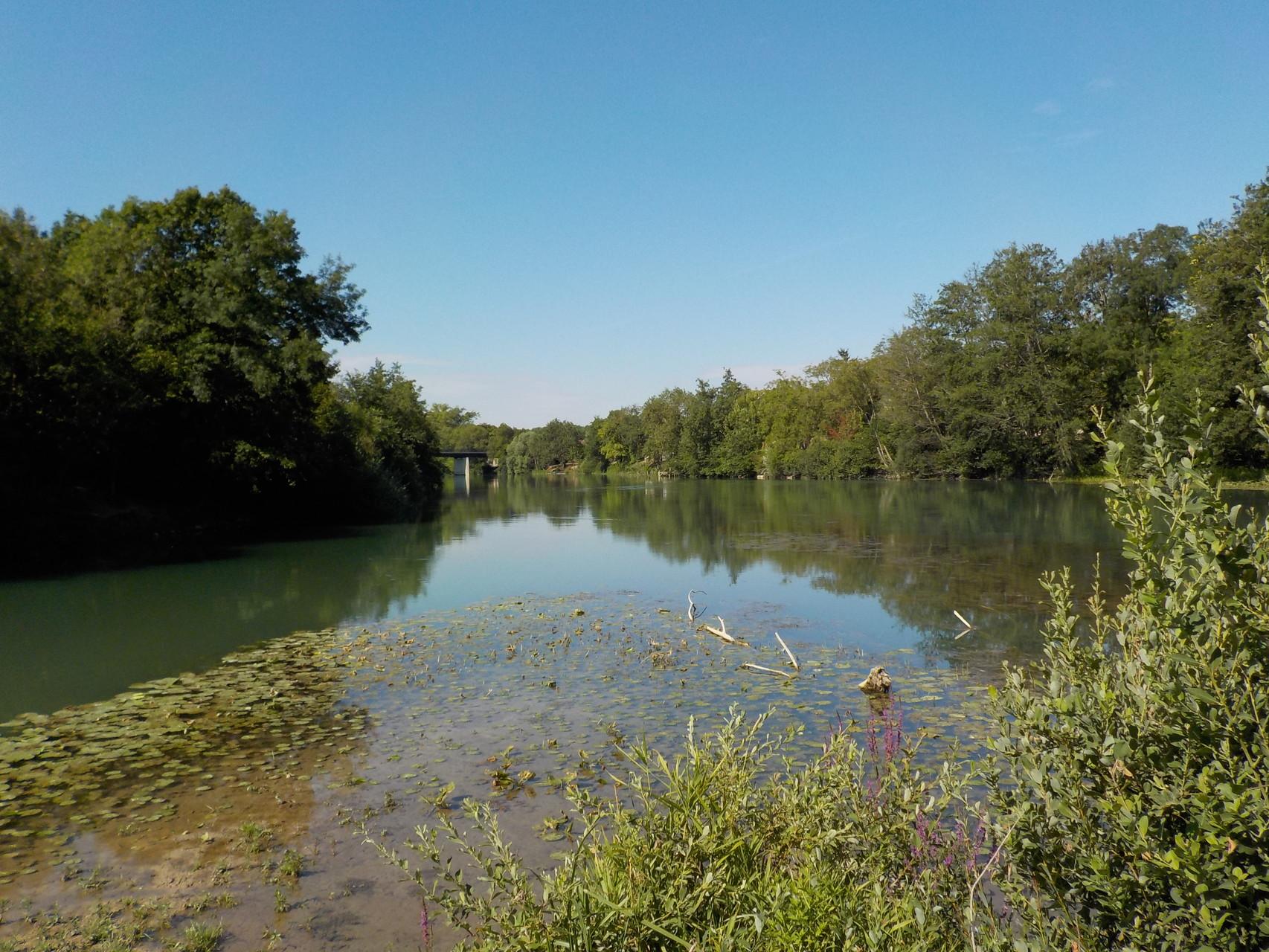 La rivière Aube après la confluence avec le canal de la Haute Seine