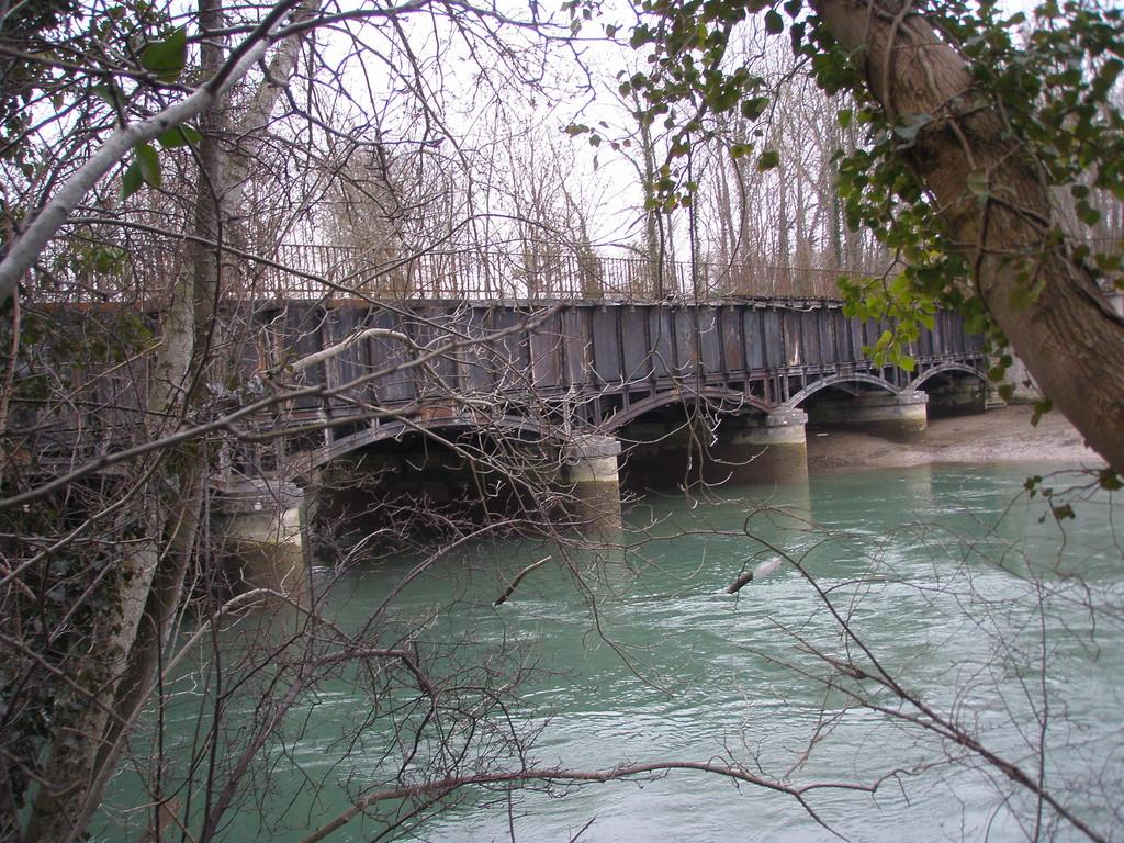 Le Pont Canal de la Haute Seine est en fonte
