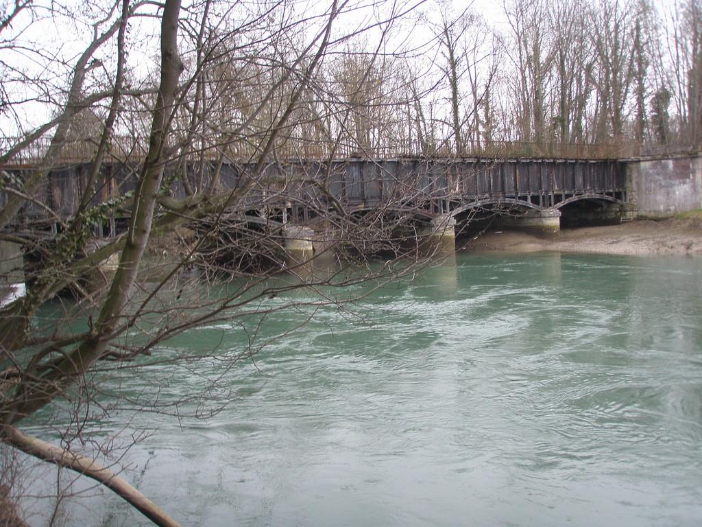 Le Pont Canal de la Haute Seine enjambant la Seine à Barberey Saint Sulpice