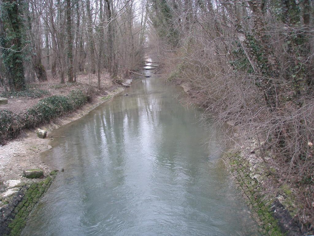 Canal d'amenée en eau du canal de la Haute Seine à Barberey