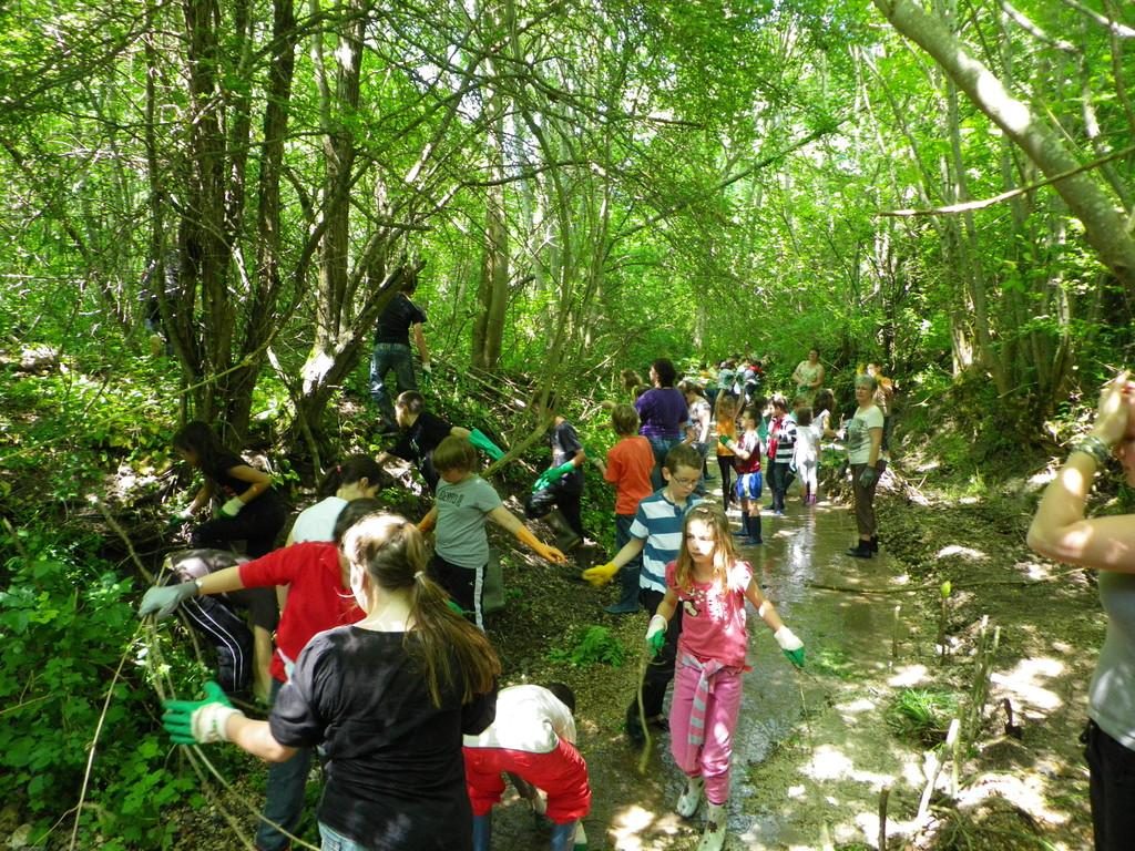 Classe d'eau avec l'école primaire de Vallant en juin 2010