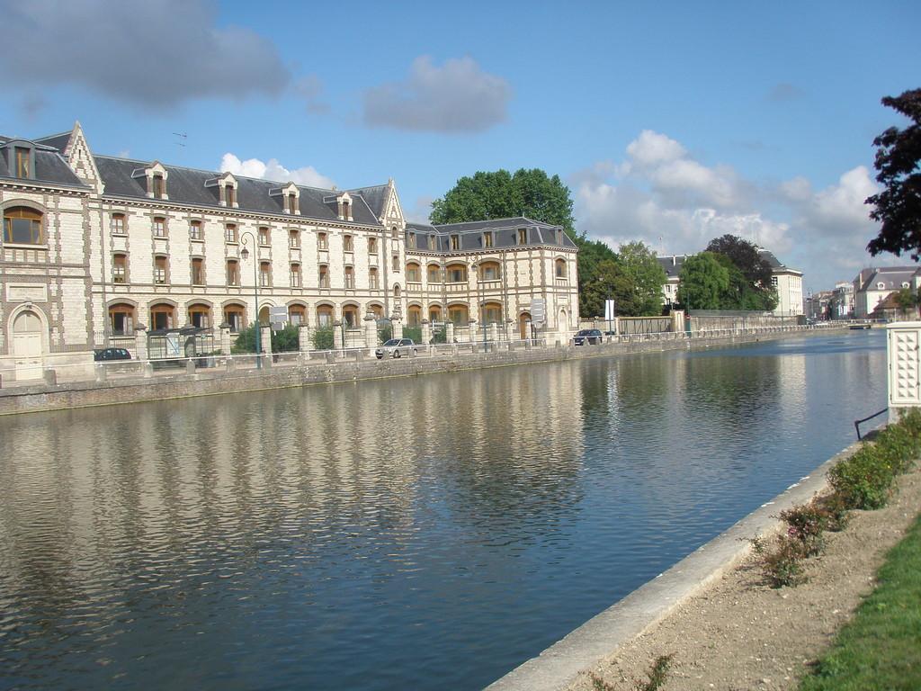 bassin de la Préfecture ancien port du canal de la Haute Seine