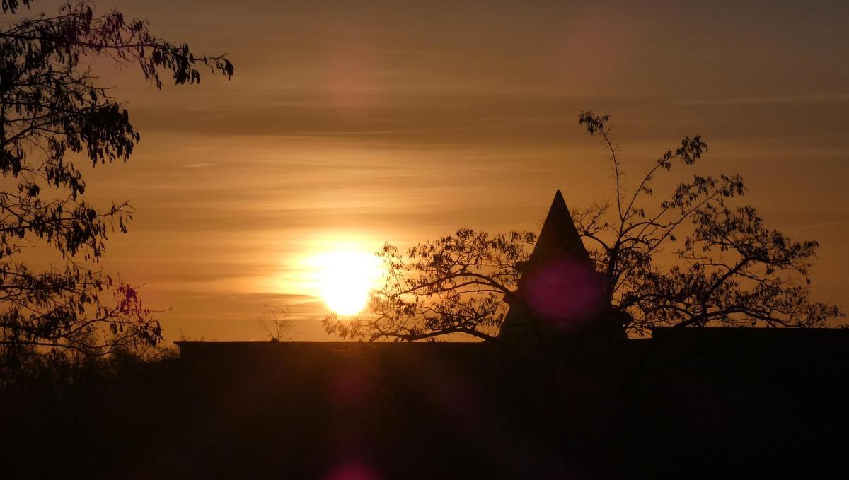 Jahrtausendturm zum Sonnenaufgang