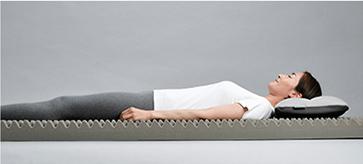 仰向け寝のイメージ写真