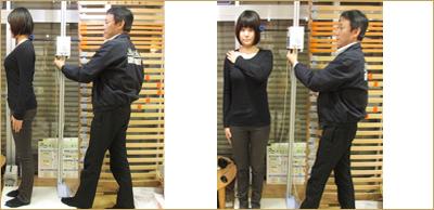 計測のイメージ写真 女性が横向き、正面向きで測ってもらっています