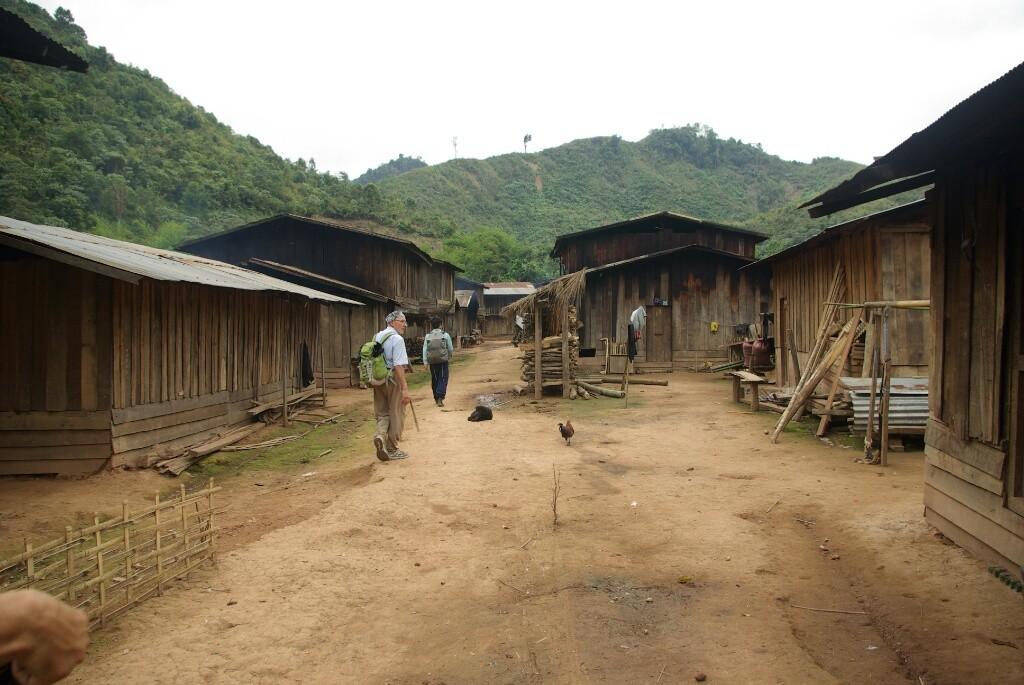 Das letzte Dorf auf unserem Weg, weiter unten gelegen und schon mit Straßenverbindung.