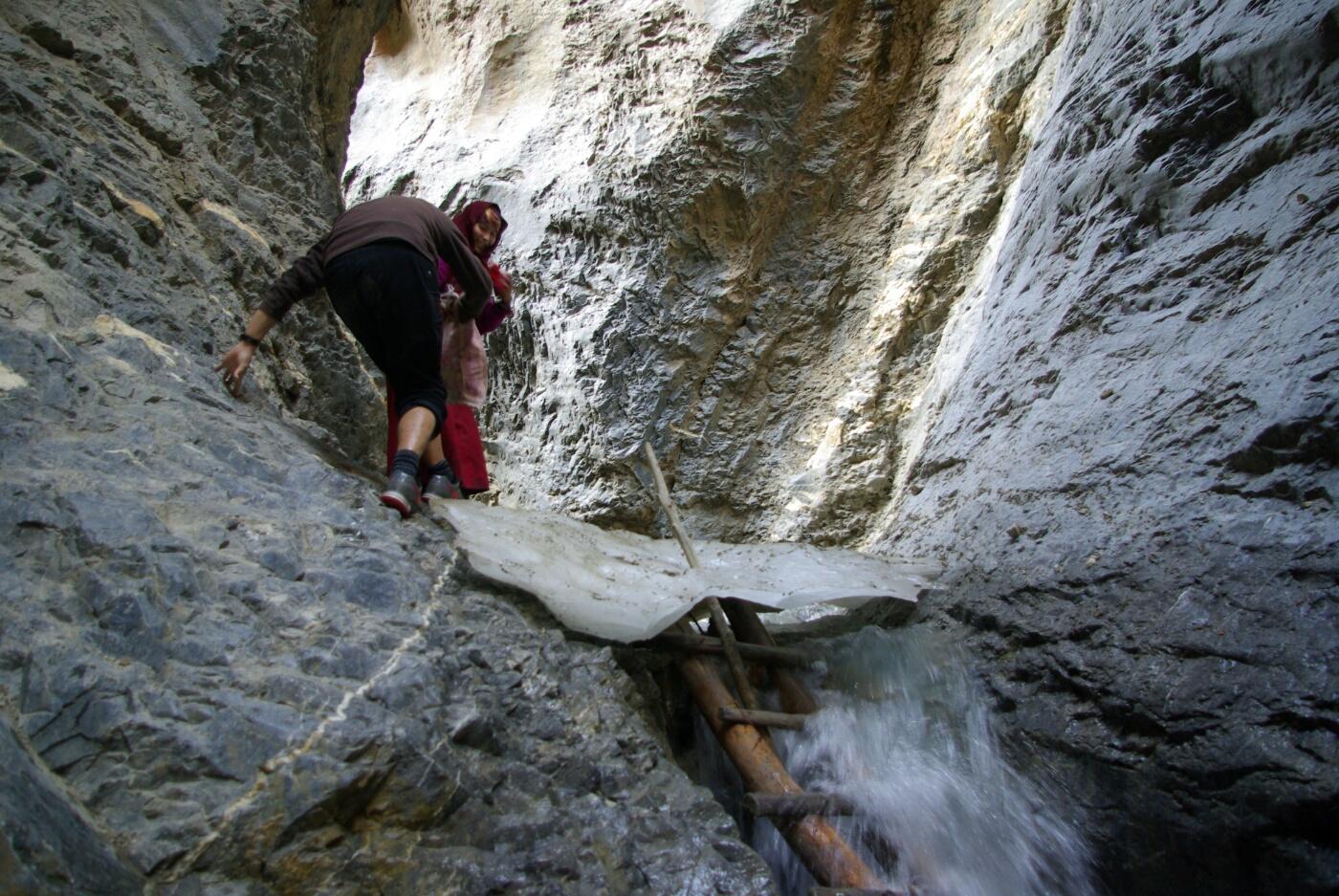 Phokar, Padmasambhava: ...oder die Hilfe von Leitern ist nötig
