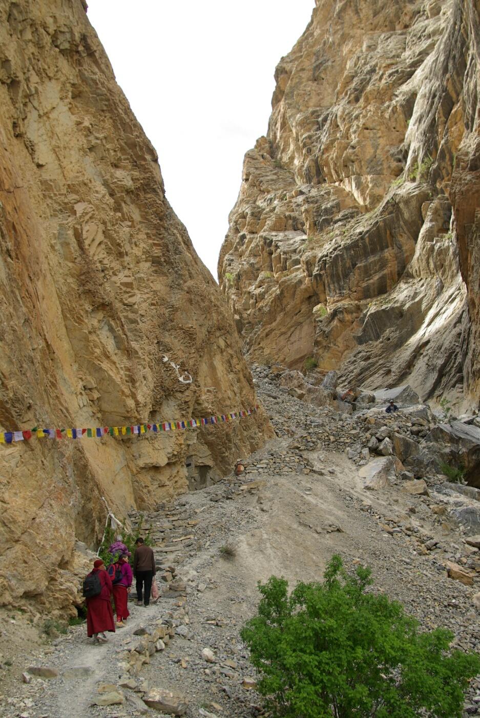 Phokar, Padmasambhava: ....doch bald wird es enger