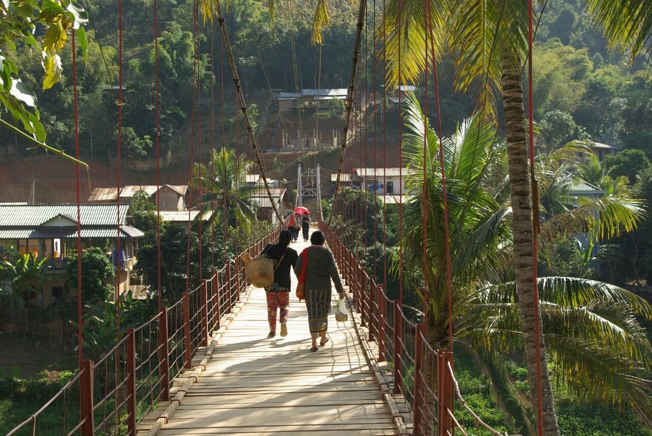 Hängebrücke in Muang Khua