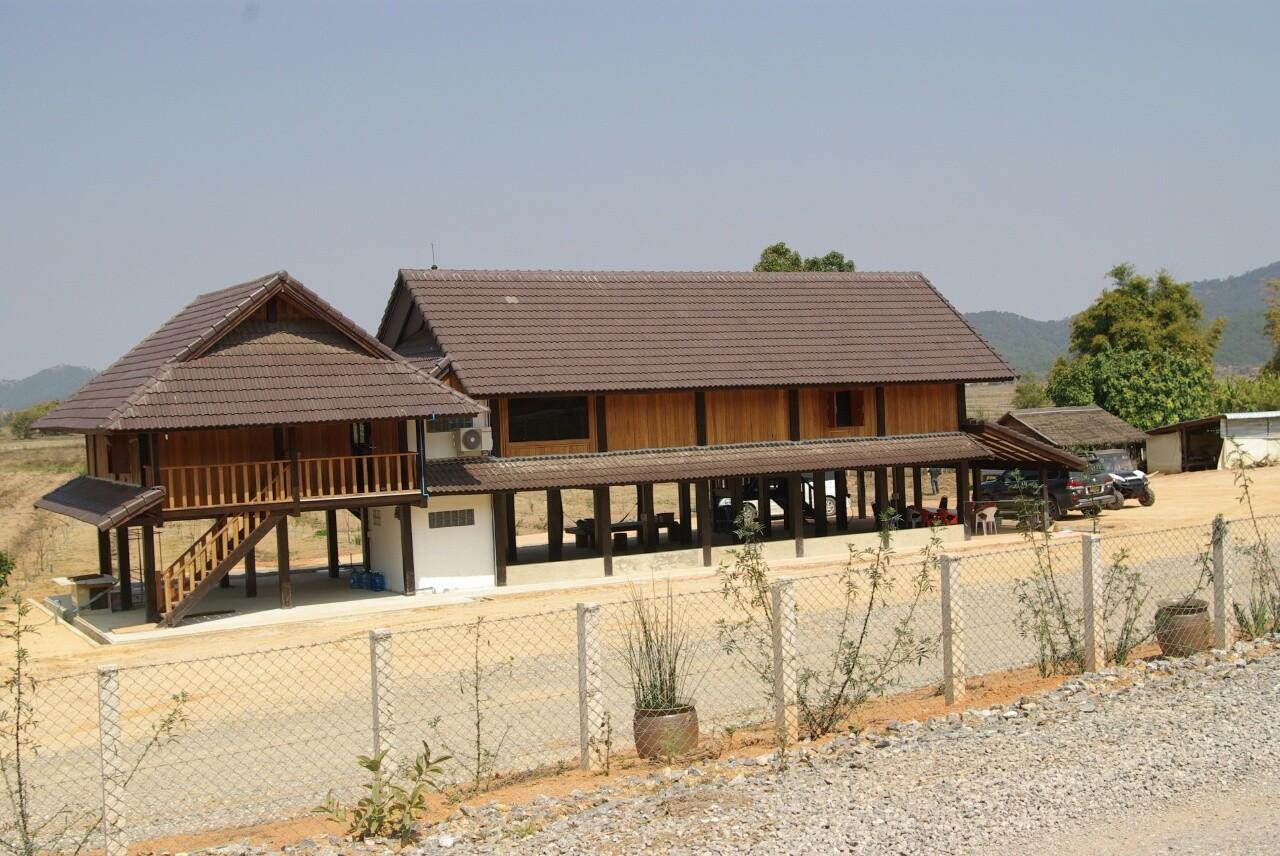 Ein traditionelles Haus auf Stelzen