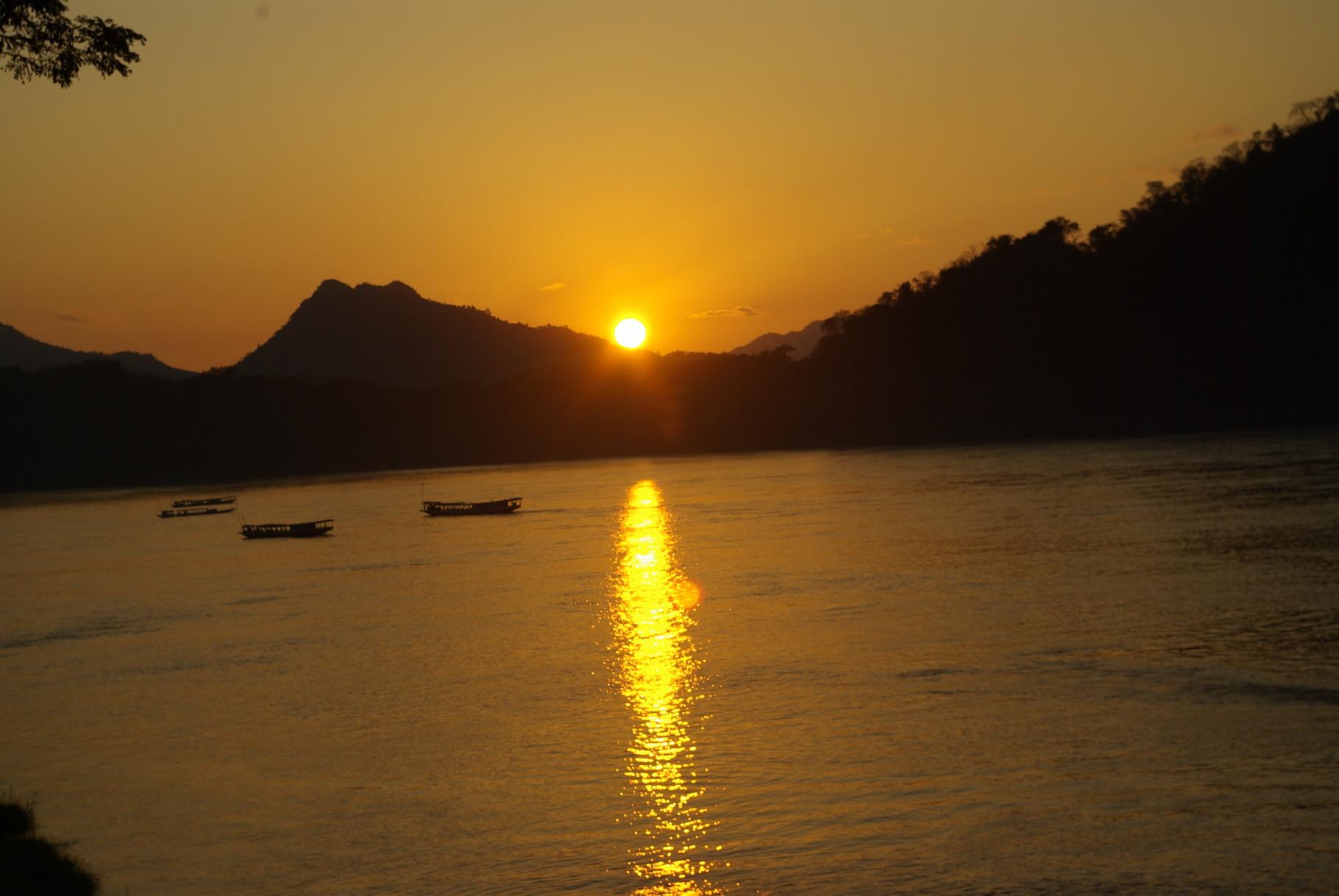 Sonnenuntergang am Mekong - traumhaft schön!