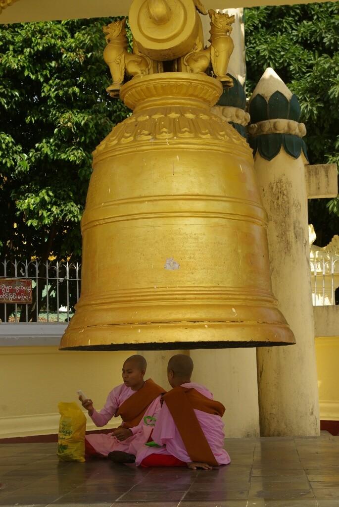 """Sule Pagoda: Gut """"behütet"""". Auch wenn es so aussieht, sie sitzen nicht unter der Glocke."""