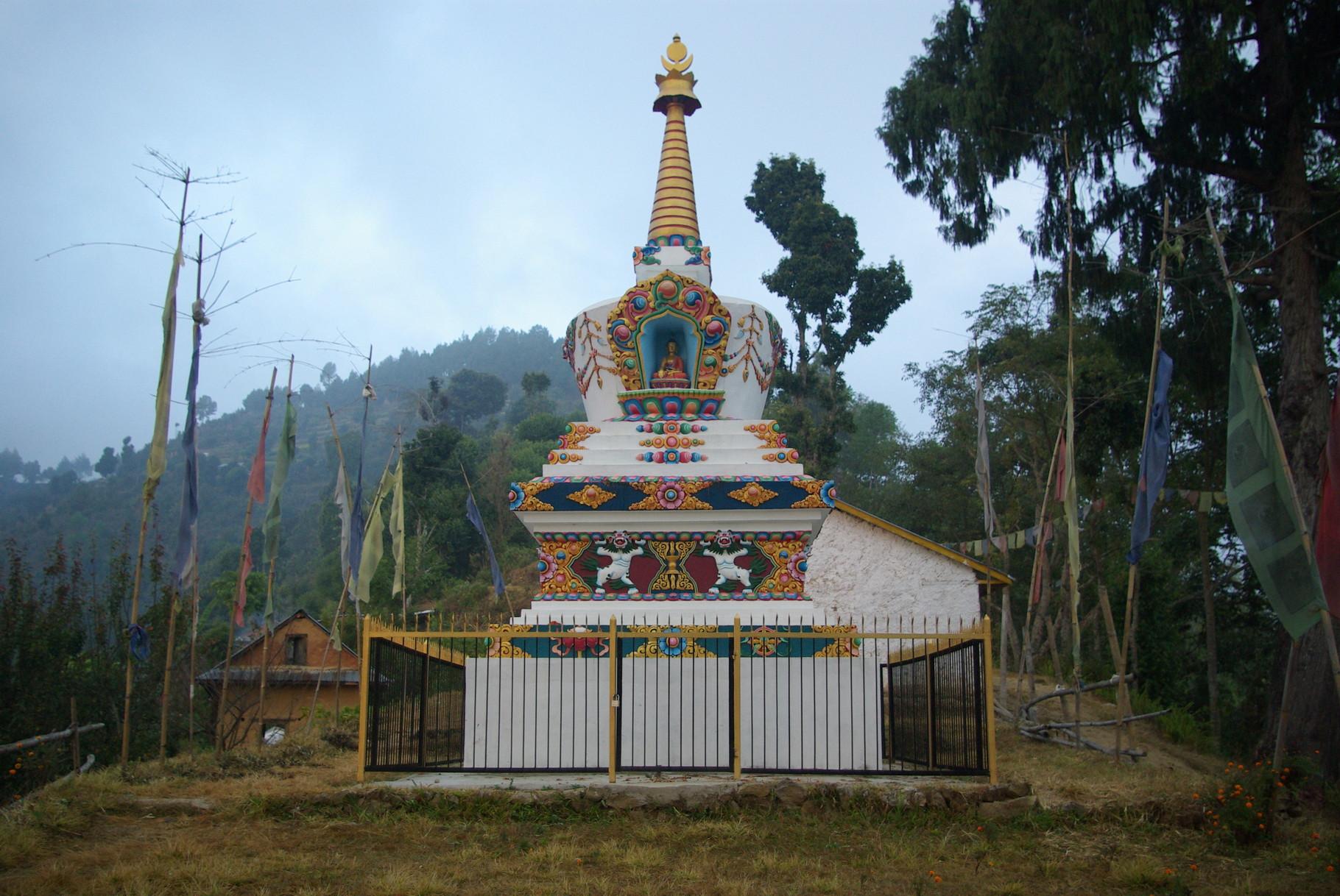 Hier in Shikarpur stehen ein buddhistischer Stupa ..