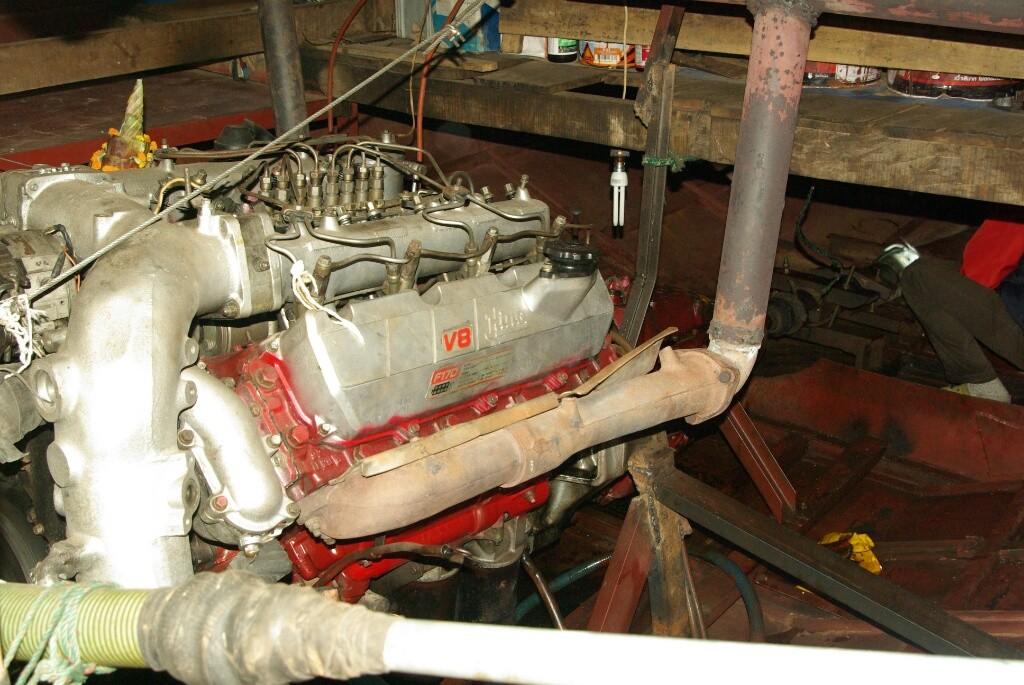 Furchtbar laut und stinkig, aber warm. Der große Dieselmotor.