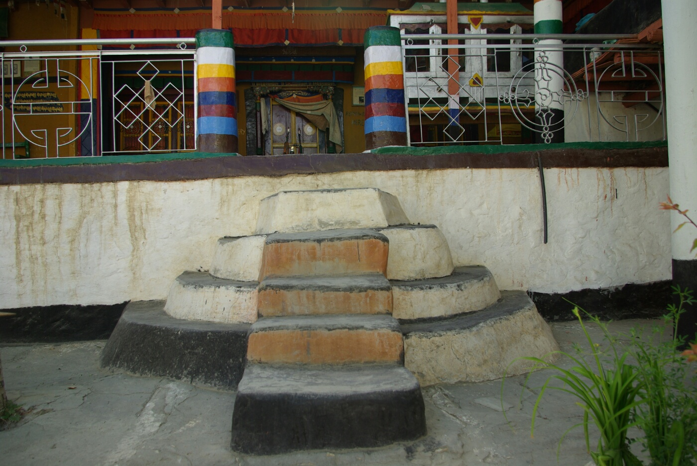 Wakha Kloster: Treppenaufgang zum Gebetsraum.