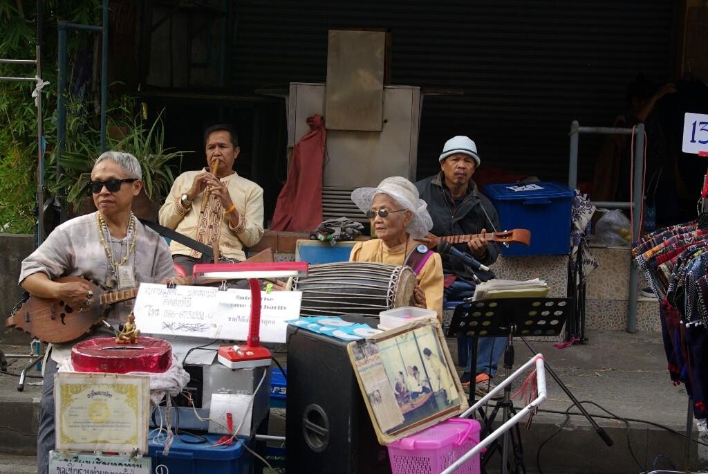 Sie musizieren für einen guten Zweck (Altenheim)..
