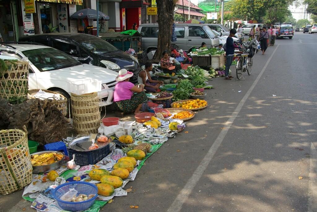 Die Straße wird zum Marktplatz.