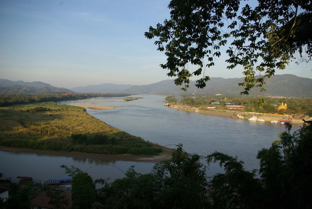 Dreiländereck: links-Laos, rechts-Myanmar, im Vordergrund-Thailand