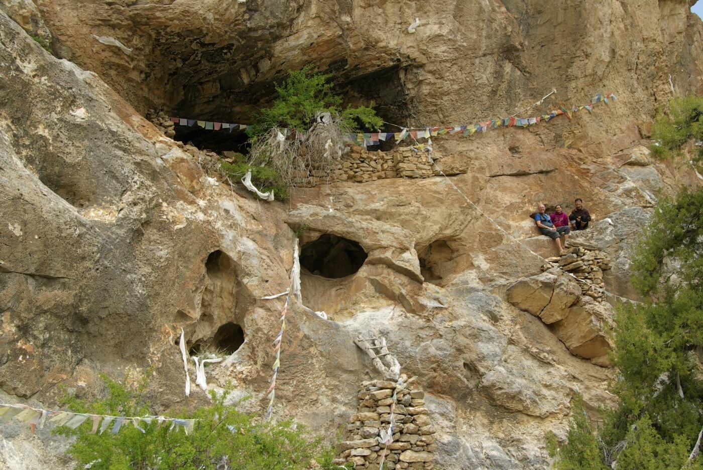 Phokar, Padmasambhava: Erkundung einer der kleinen Höhlen