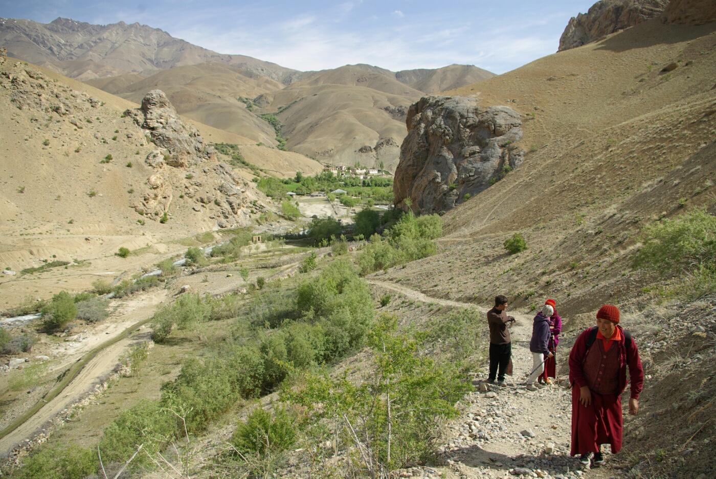 Phokar, Padmasambhava: Im Hintergrund der Ort Phokar.