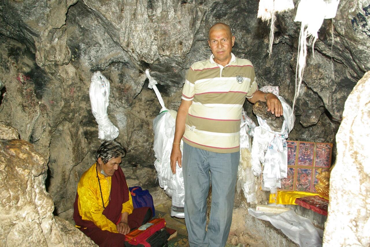 Manbhadur in der Grotte