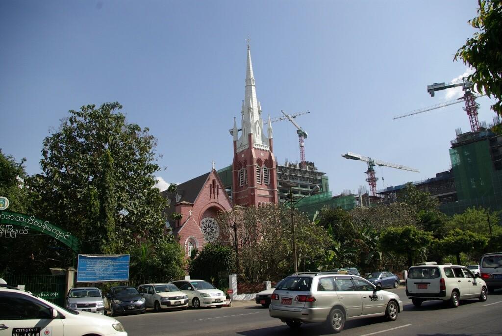 Es gibt nicht nur Pagodas, auch eine katholische Kirche steht hier.
