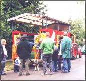 Der Wagen des Uetzer Rings beim Volksfest in Dedenhausen