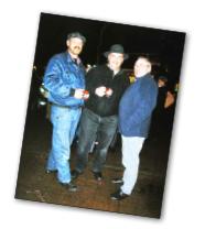 Dieter Schmidt,  Ernst Schmidt  Ferdinand Brandes an der Weihnachtspyramide