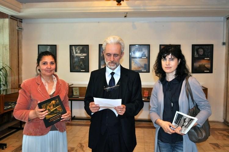 Európai fotóművészek tárlatának megnyitója az Europai Fotográfiai Fesztivál keretén belül a Brăilai Könytárban, 2013 május 20-án
