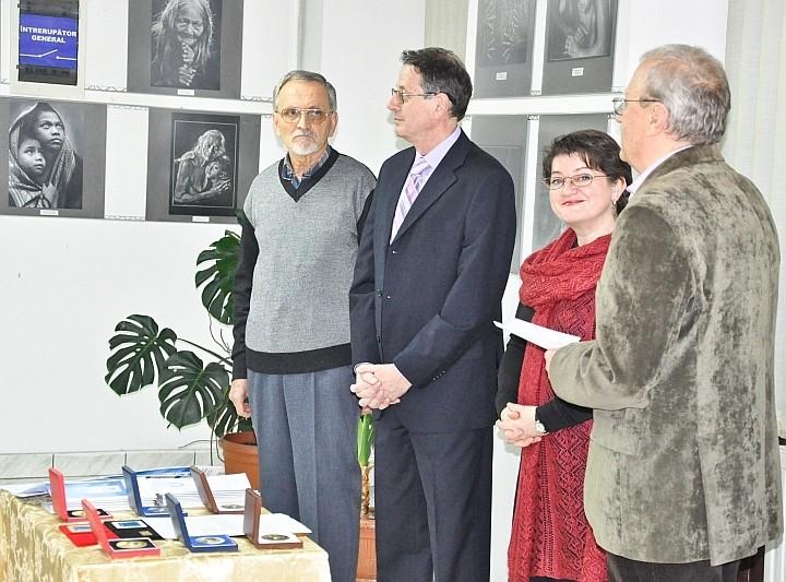 Artiştii fotografi Tíbor Nagy, Mircea Maier, dr. Ramona Novicov şi Ştefan Tóth AFIAP