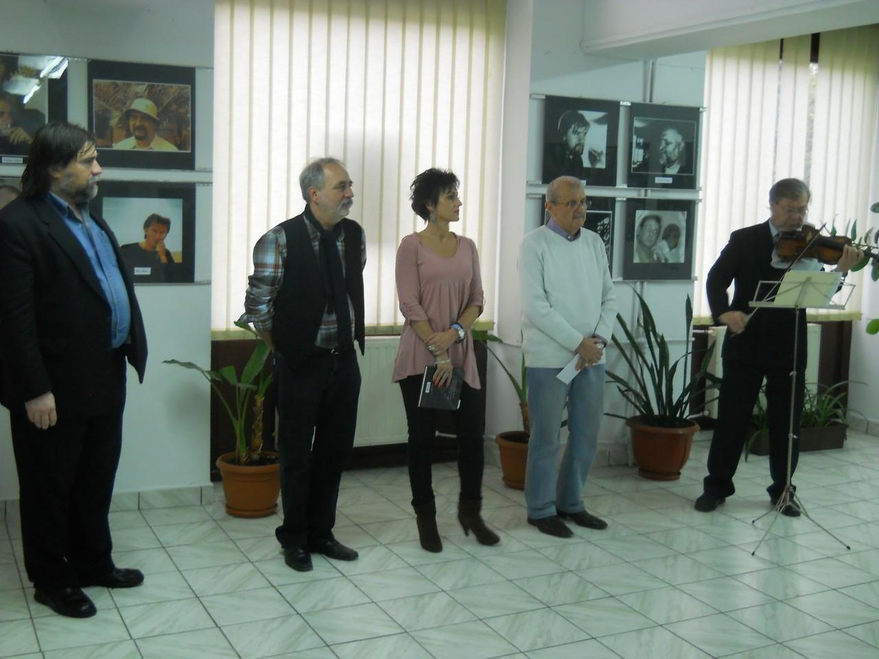 Vernisajul Expoziţiei Portrete de scriitori  maghiari în Galeria Euro foto Art - 16 noiembrie 2013