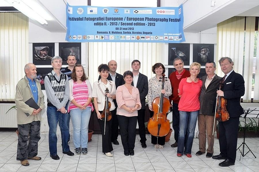A Vajdasági fotóművészek kiállításának megnyitója az Europai Fotográfiai Fesztivál keretén belül a Nagyváradi Euro Foto Art Galériában, 2013 május 29-én
