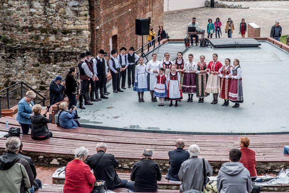 Atelier de creație pe scena Teatrului de vară a Cetății (dansuri populare maghiare)