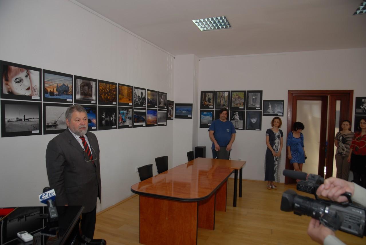 Finországi fotóművészek kiállításának megnyitója az Europai Fotográfiai Fesztivál keretén belül a Galacio Kúlturális Központban
