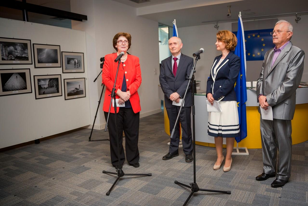 A másadik Európai Fotográfiai Fesztivál és az Eurofotart Nemzetközi Szalon ünnepélyes megnyitója a Bukaresti Európai Közösségi Tér kiállítótermében 2013 május  8-án