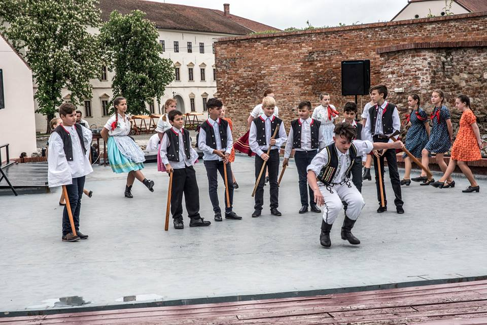 Creative workshop on the Summer Theatre's stage (Slovakian folk dancers)
