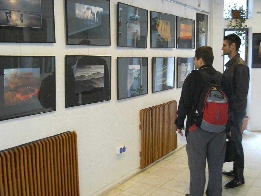A X-ik Premfoto Nemzetközi Szalon az Europai Fotográfiai Fesztivál keretén belül a Jászvárosi Kúlturális Központban, 2013 május 31-én