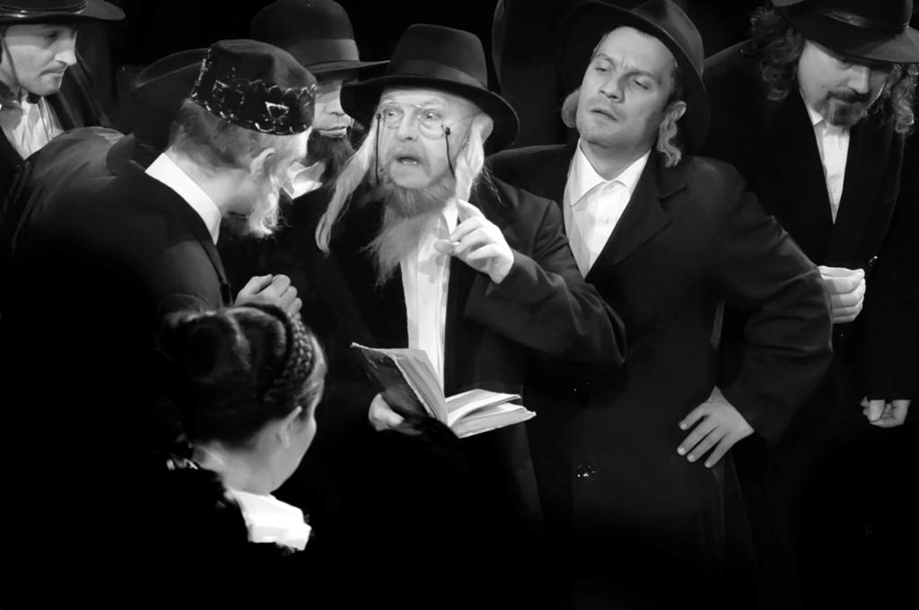 Mentiune AAFR - Adela Lia Rusu AFIAP (Oradea) - Rabinul spune
