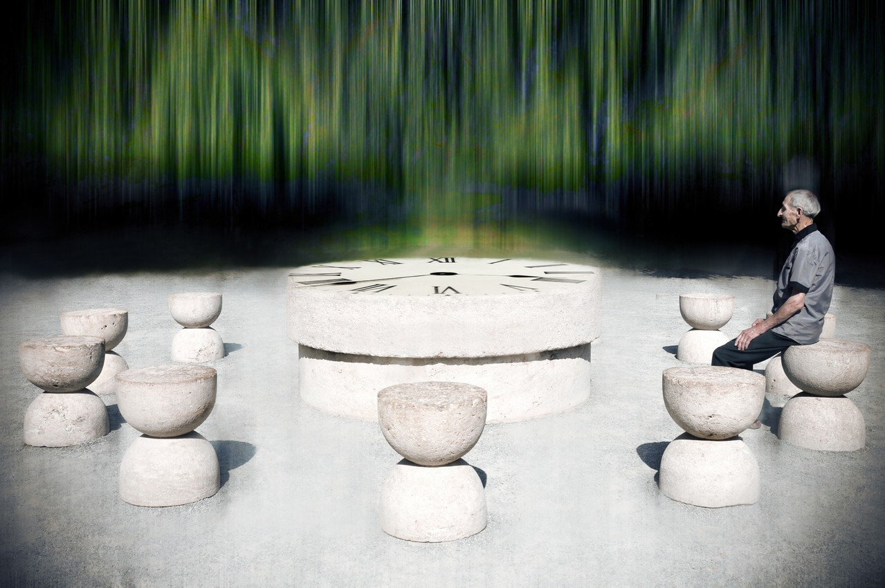 Trófea - Rusu Adela Lia AFIAP (RO) -Table of Silence/Masa tăcerii/A hangatás asztala