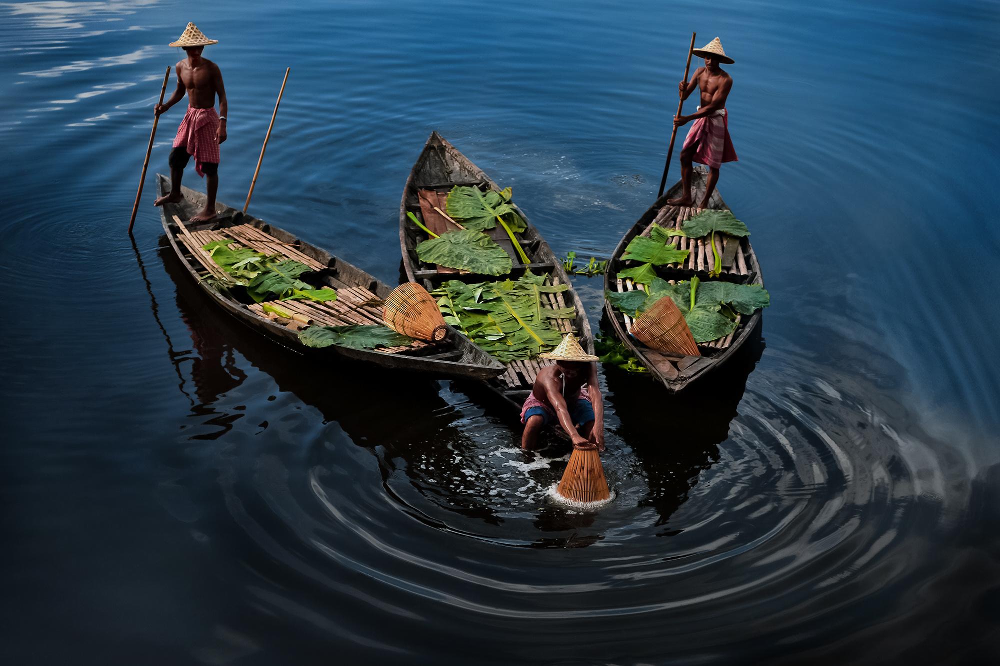 Sanjoy Bhattacharya EFIAP (India) - The story of fishermen