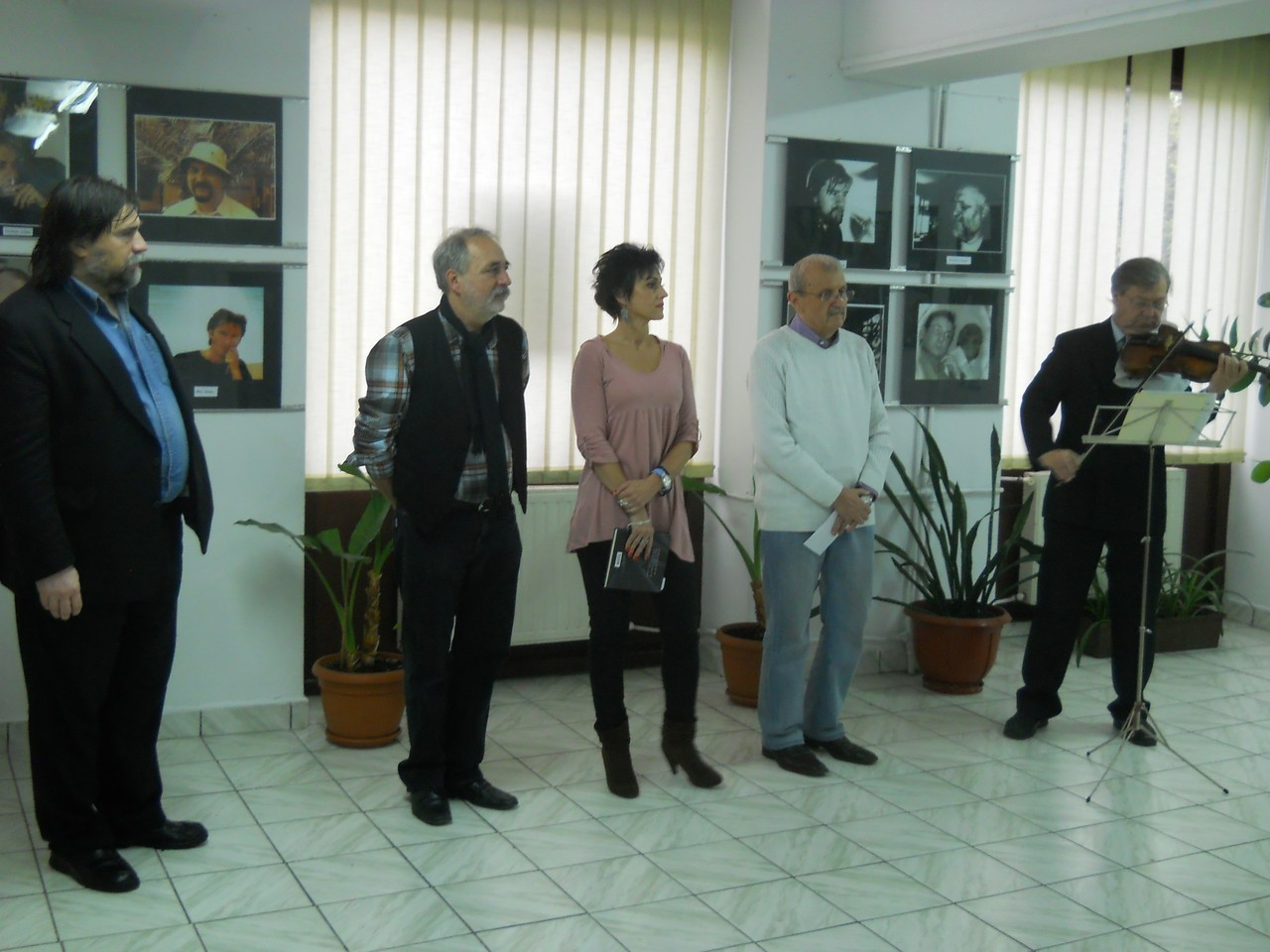 Kocsia Csaba berettyóújfalui fotós Magyar írók portré Kiállítása a Nagyváradi Euro Foto Art Galériában 2013 november 16-án