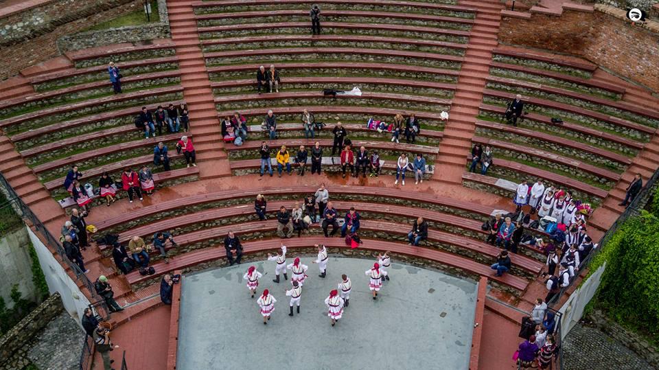Atelier de creație pe scena Teatrului de vară a Cetății (dansuri populare românești)
