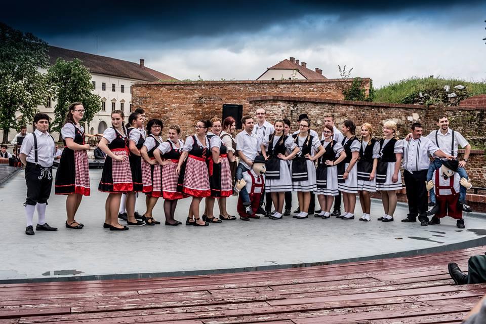 Atelier de creație pe scena Teatrului de vară a Cetății (dansuri populare germane)