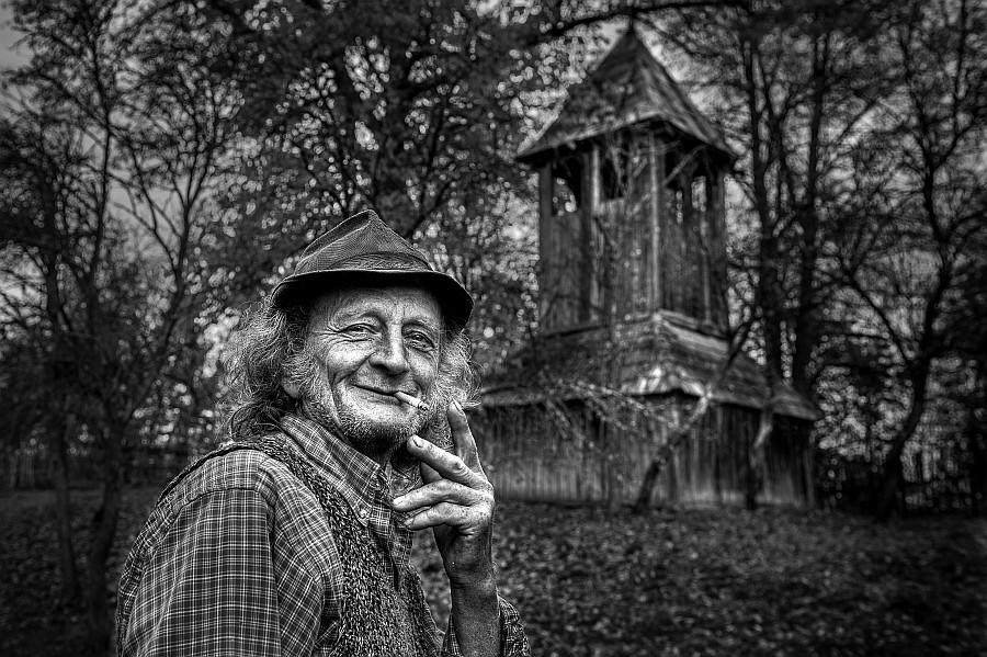 Plaket-Tordai Ede EFIAP (RO) - The ringer/Clopotarul/Harangozó