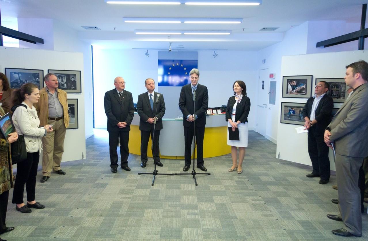 """Lansarea oficială a Festivalului Fotografiei Europene  Bucureşti 09.05.2012 -The official launch of European Photography Festival in  Bucharest - Az  eslő """"Európai Fotó Fesztivál megnyitója"""