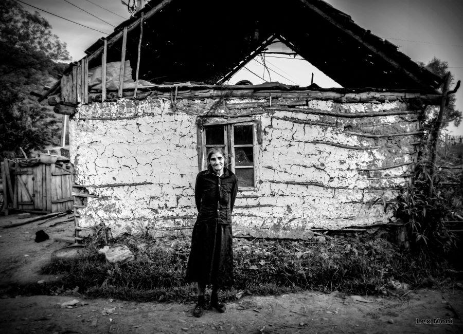 Lex Mónika (HU) - A woman and her house